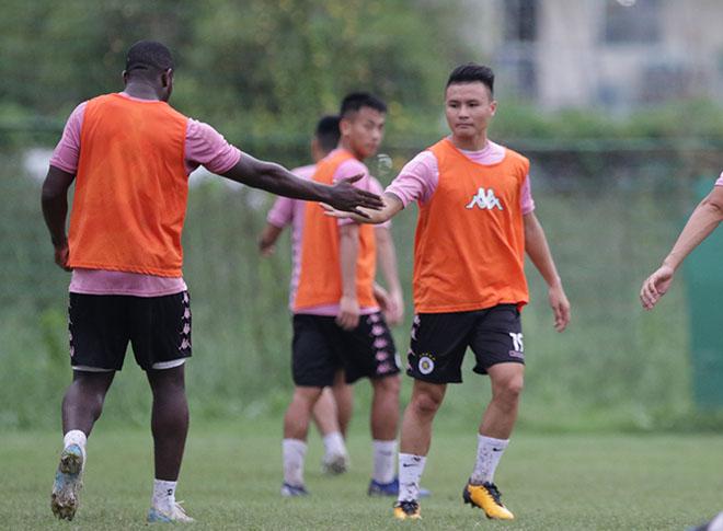 """Đại chiến bóng đá VN: Quang Hải """"tập bắn"""", hưng phấn chờ đấu Công Phượng - 7"""